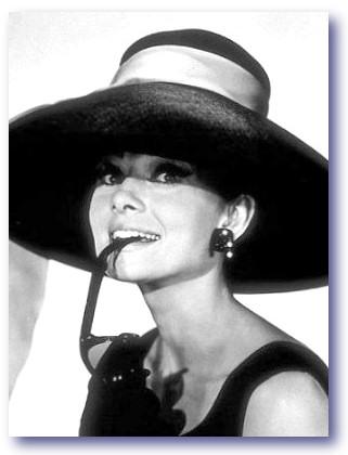 Audrey-Hepburn-photo-sunglasses-holly-golightly-breakfast-at-tiffany