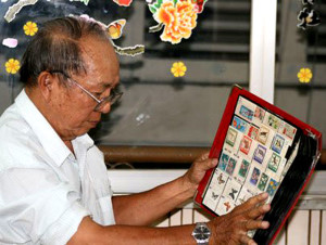 vietnam-stamp-collectors